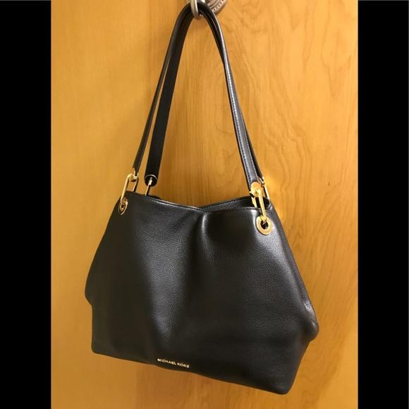 510a8a189ced7 Michael Kors RAVEN Large Leather Shoulder Bag NWT